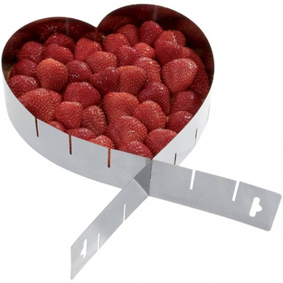 Adaptable heart shaped frame for pastries